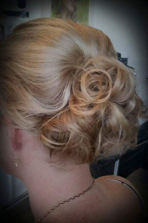 Niki's sophisticated tropical chignon